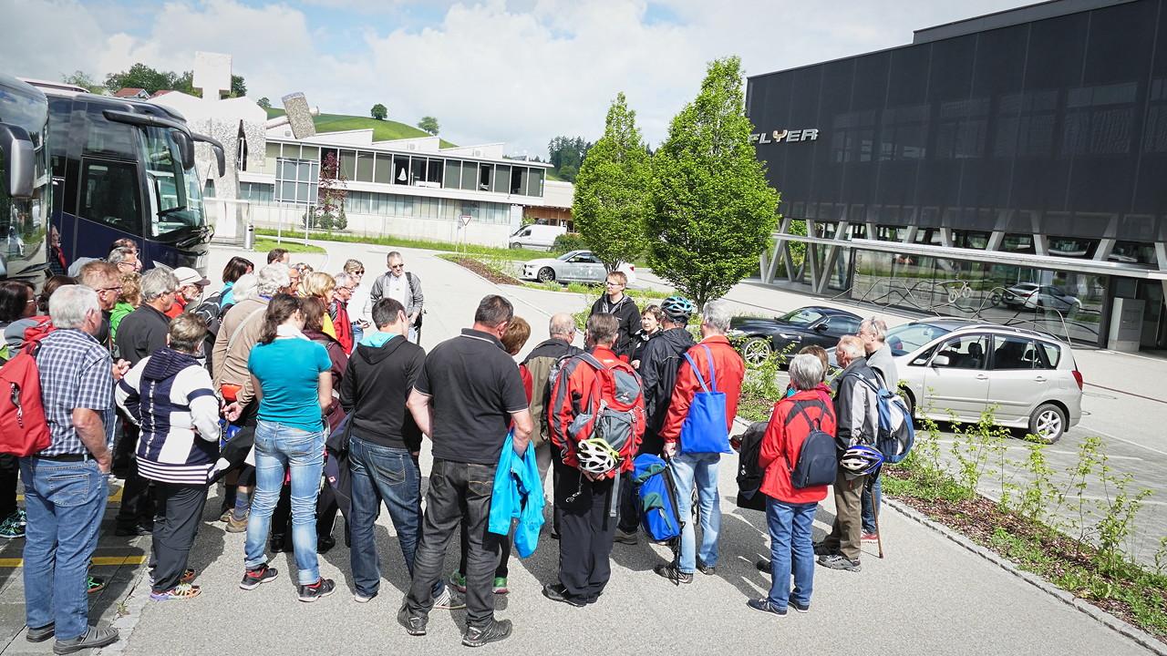 Empfang der Radhaus Kastner Reisegruppe bei biketec Flyer in huttwil