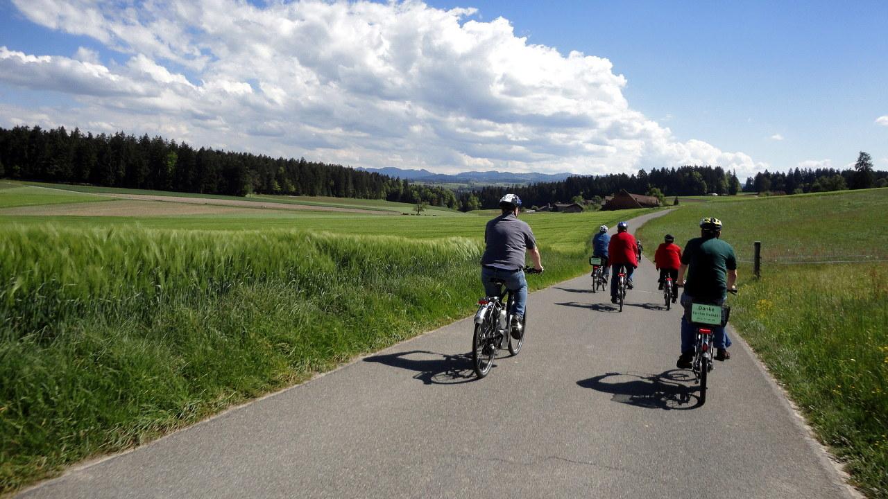 Flyer Werksbesichtigung E-Bike-Tour 2 schweizer Berge